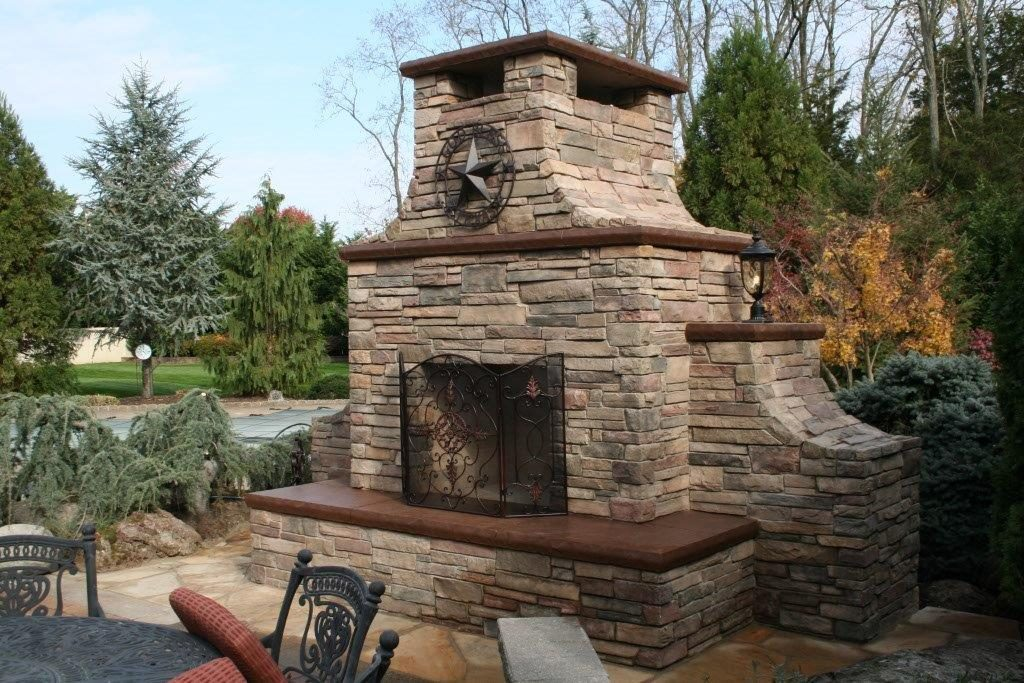 Outdoor Fireplace Hardscape
