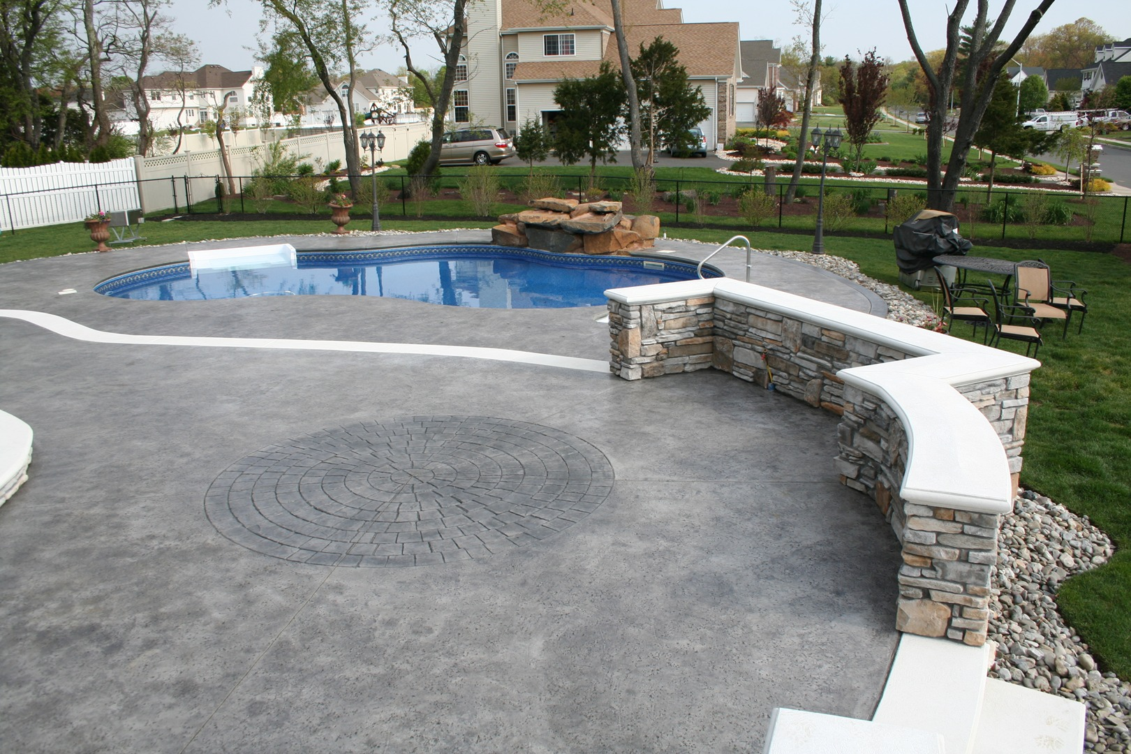 Retaining Wall and Stamped Concrete Patio with Circle Design